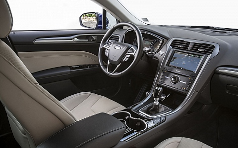 Ford Mondeo Karavan (2014) - Interijer