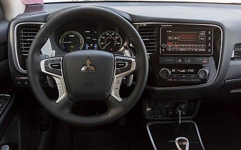 Mitsubishi Outlander PHEV (2018) - Interijer