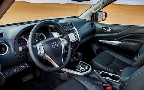 Nissan Navara Double Cab (2015) - Interijer