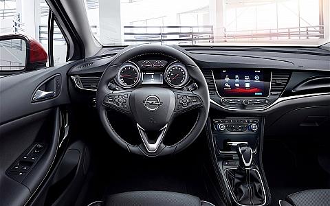 Opel Astra (2015) - Interijer